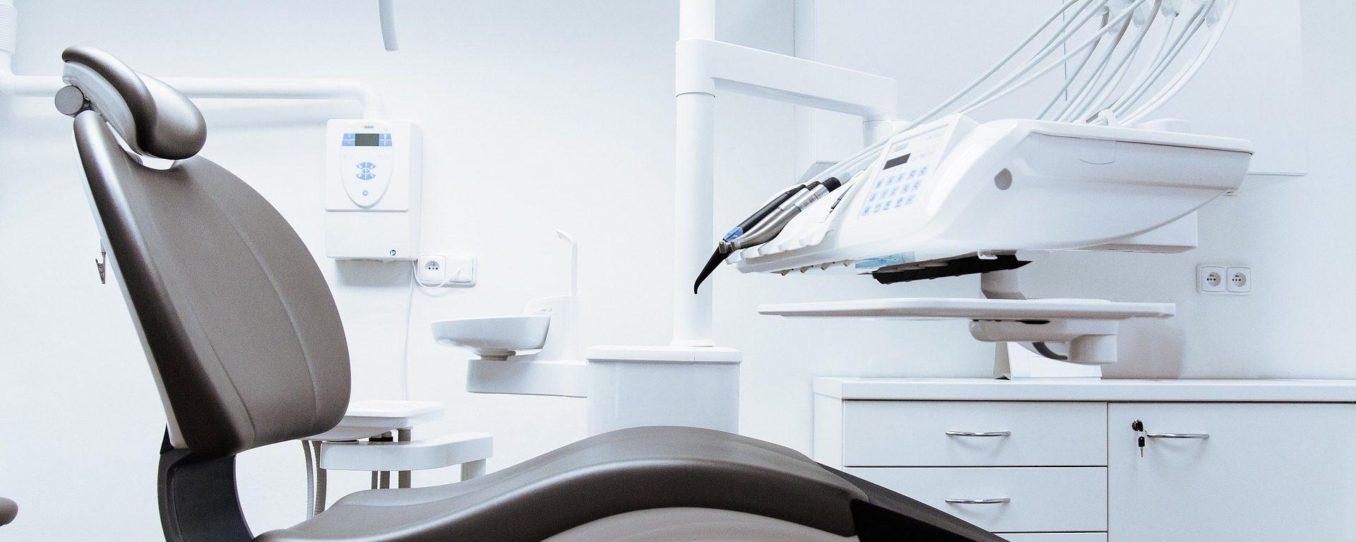 Limpieza en Clínicas Dentales